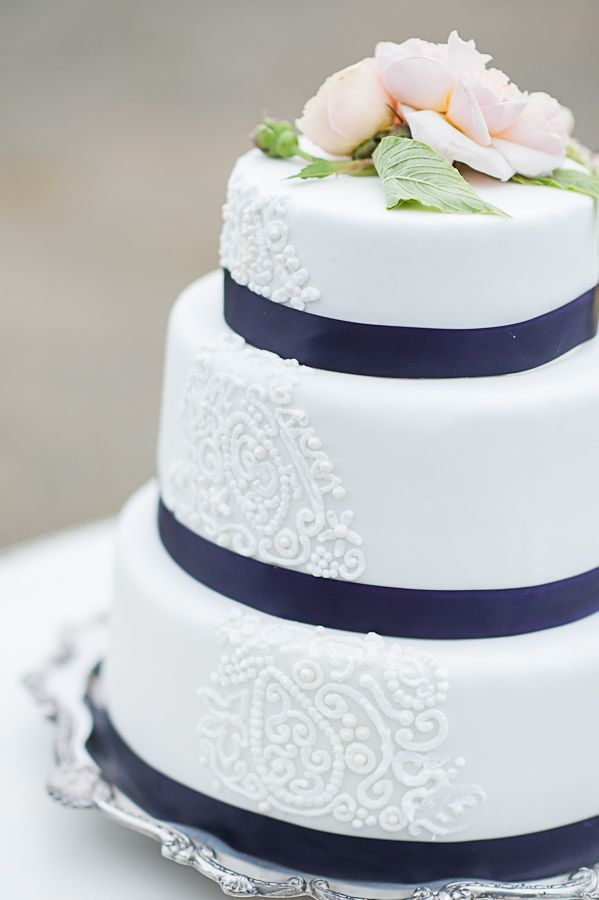 tratitional wedding cake white blue traditionele bruidstaart wit blauw