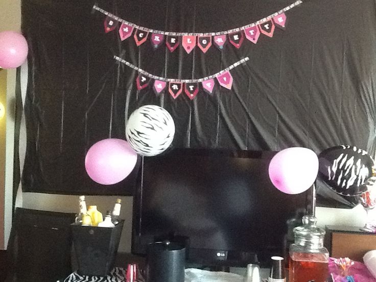 Ways to decorate hotel room for bachelorette party for Bachelorette bedroom ideas