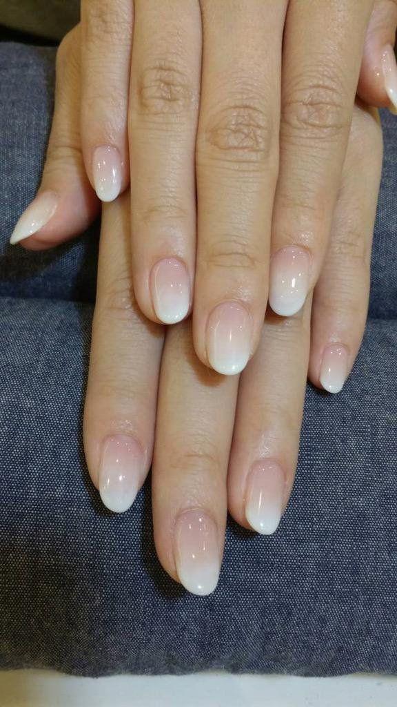 「優秀カラー♡ホワイトを使ったシンプルデザインのジェルネイル」に含まれるツイート画像|MERY [メリー]