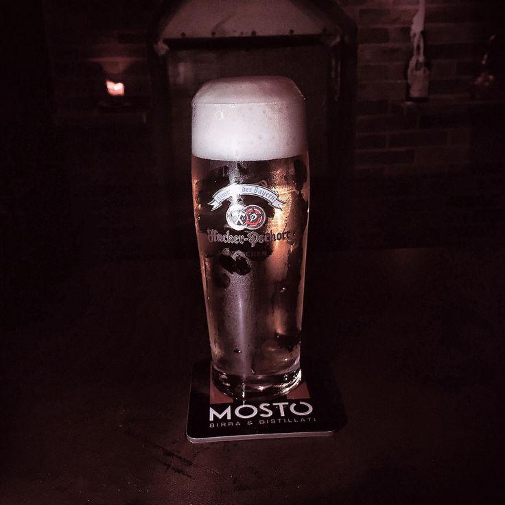 Su il cappello!   #mosto #hacker #pschorr #munich #gold #export #hell #lager #beer #naples #birra #Napoli #ilovebeer #beeroftheday #mostó