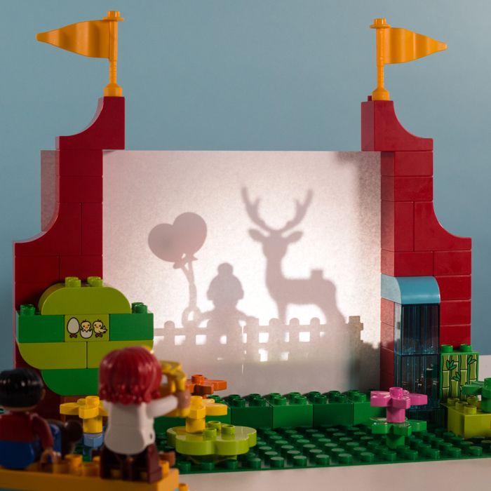 Kleine Kinder lieben es, Theater zu spielen. Wenn dann noch Schattenspiele dazu kommen, wird der Spaß umso größer!