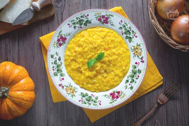 Il risotto alla zucca è uno dei piatti tradizionali del Nord Italia, in particolare lombardo. E un piatto semplice da preparare ma anche molto gustoso