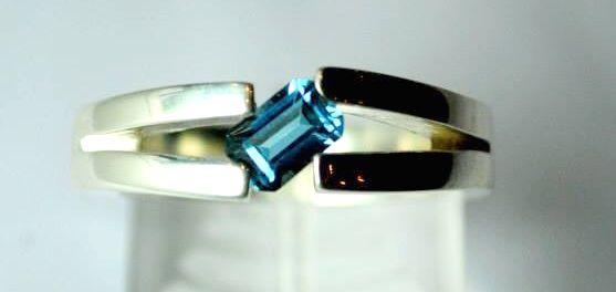 Anillo con Topacio Azul en plata 925
