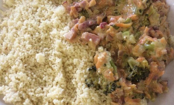 Heerlijke couscous met broccoli en wortels in heerlijke roomsaus.