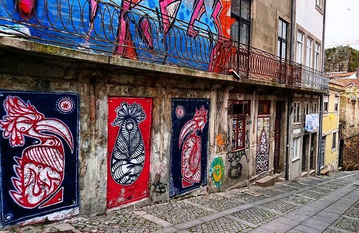 Porto street art is amazing... // Porto'da şehrin her köşesinde sanat var. Parklarda ve meydanlarda heykeller ara sokaklarda ise grafiti ve posterler şehre renk katıyor. #portugal #porto #douro #graffiti #art #street #streetart #gezi #seyahat #travel #lonelyplanet by gezginadimlar