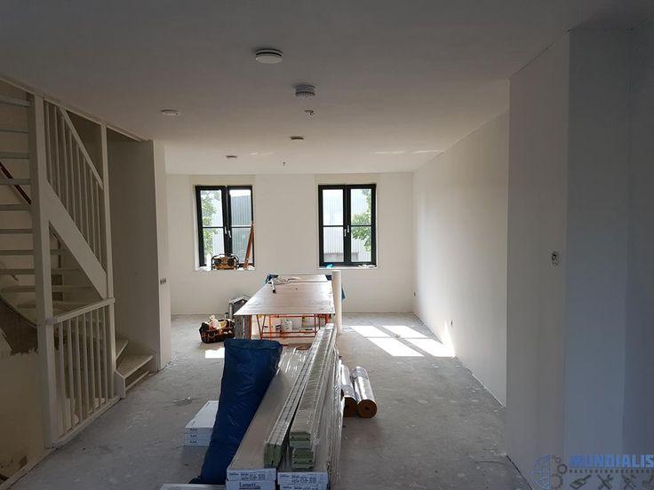 In deze nieuwbouw woning in Doetinchem gaan we alles behangen. Voor een vaste opdrachtgevergaan we hier alle wanden behangen met een reno / glasvli... Nieuwbouw woning - Doetinchem