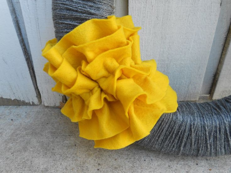 DIY Ruffles and Yarn Fall Wreath Tutorial / Six Sisters' Stuff | Six Sisters' Stuff