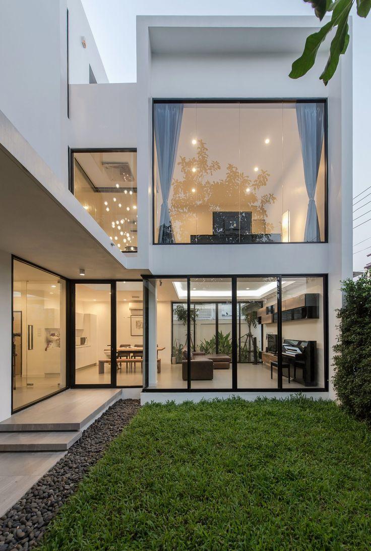 Современный трехэтажный дом в Бангкоке по проекту студии Thiti Ophatsodsai http://archiq.ru/sovremennyj-trehetazhnyj-dom-v-bangkoke-po-proektu-studii-thiti-ophatsodsai/