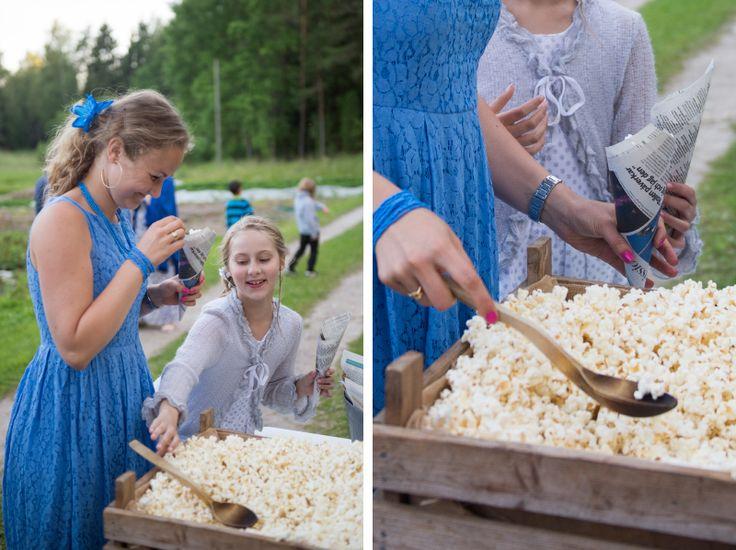 Serve popcorn as a late snack. Julia Lillqvist | Sara and Håkan | http://julialillqvist.com