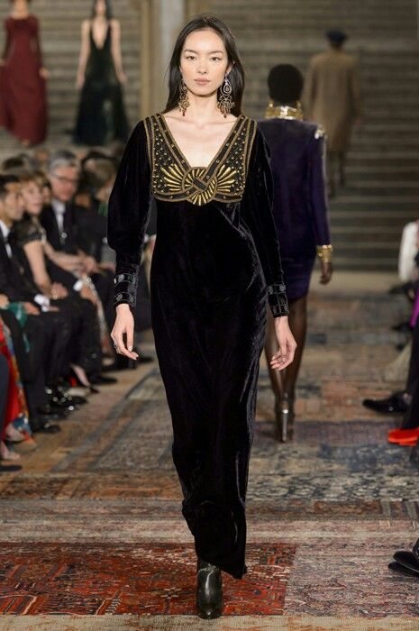 View the Ralph Lauren Spring 2019 RTW collection. See photos and video of  the runway show. ba8e28c08c4