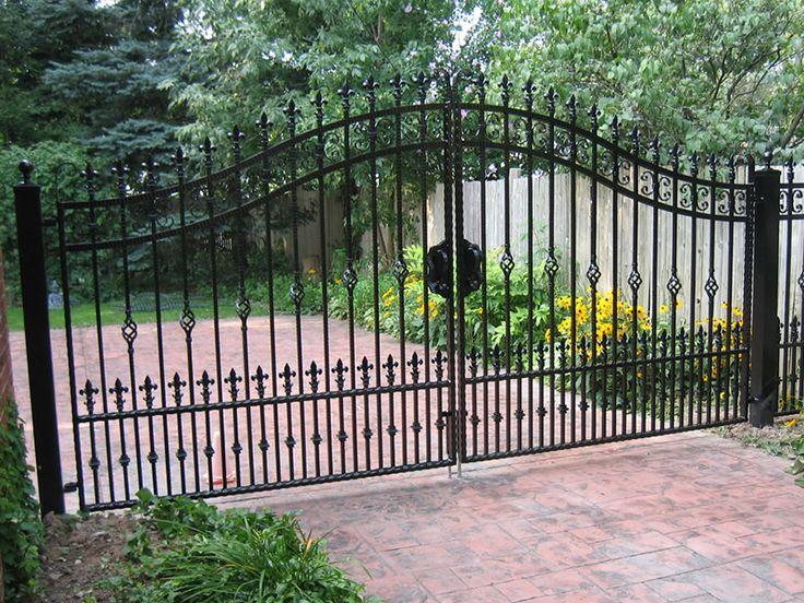 Best 25 iron gates driveway ideas on pinterest for Driveway gate plans