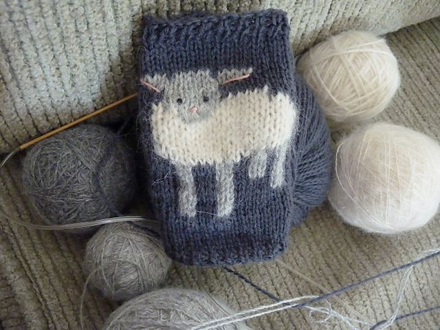 Ravelry: baby lamb cuffs pattern by tiny owl knits