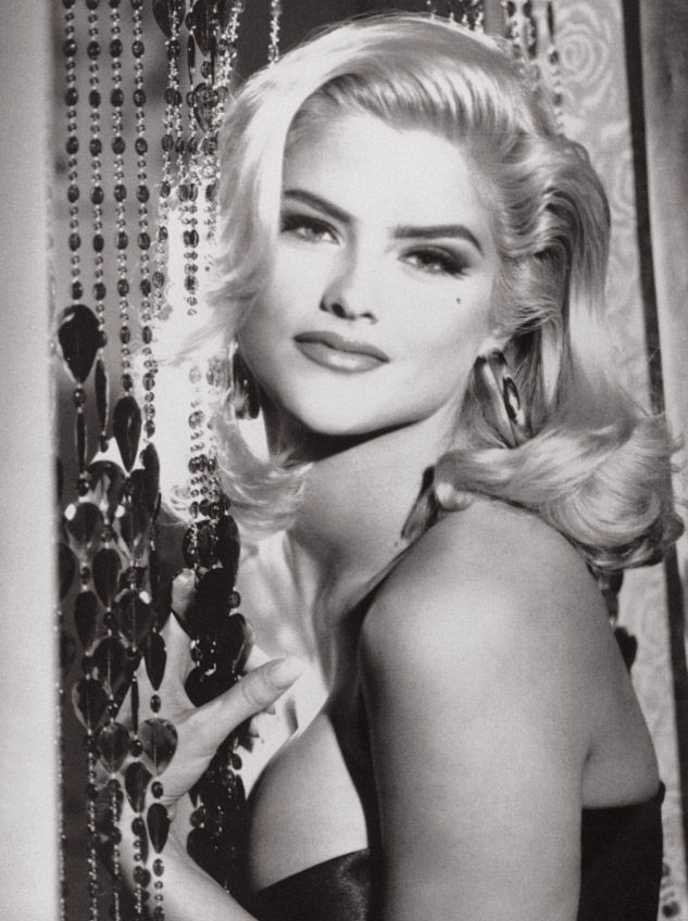 Anna Nicole Smith (gone too soon) - she seemed troubled, but I always thought she was so pretty during her days as a Guess model