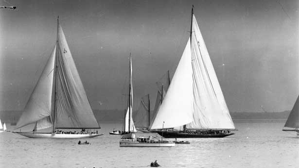 Britannia (left) and Shamrock at the start of the King's Cup Race, Cowes, Isle of Wight, 1932 | Gaiger/Topical Press Agency/Getty Images