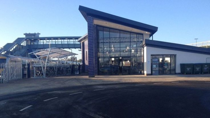 The new rail line linking Oxford and London opens in a £320m deal between operator Chiltern Railways and Network Rail.