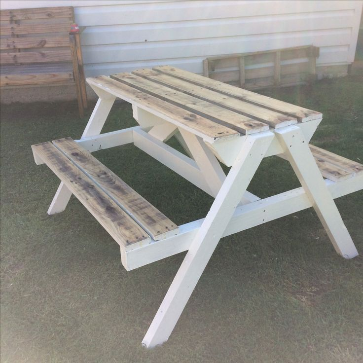 Painted BBQ Table made from pallets  You can check out my other listings by clicking this link here, and if you like my products feel free to add me as a favourite seller.   http://www.trademe.co.nz/Members/Listings.aspx?searchtype=SELLER&   member=1408573   Thank you for checking out this auction