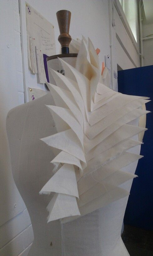 Fashion Design, behind the scenes: fashion in the making... fabric manipulation