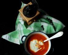 Powiem krótko: jeszcze nigdy nie udało mi się ugotować tak dobrej zupy! :) http://mlodywschod.pl/kuchnia-2/rozgrzewajaca-zupa-krem-z-pieczona-papryka/.