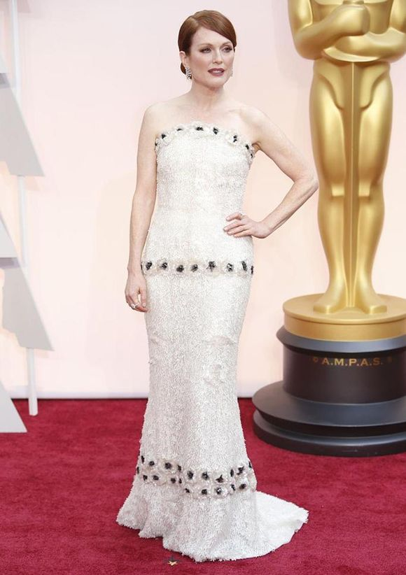 Julianne Moore Dressed in Chanel - 20 Best & Worst Red Carpet Looks From The 87th Academy Awards | 29secrets