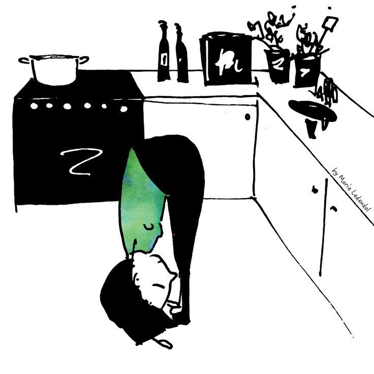 God morgon! Känner du dig stel? Det gör jag rätt ofta. Då försöker jag ge mig själv en stund för att mjuka upp kroppen. Ibland blir det mitt i köket, andra dagar på toaletten. Vad jag gör? Jo, Uttanasana, stående framåtfällning.  I den sträcker jag ut hela baksidan av kroppen och jag känner mig också piggare i huvudet. Gör såhär: Stå rakt upp. Böj lätt i knäna. Med rak rygg, fäll överkroppen framåt och nedåt. Låt armarna hänga och slappna av i nacken. Andas djupa andetag. Hur känns det? /Liv
