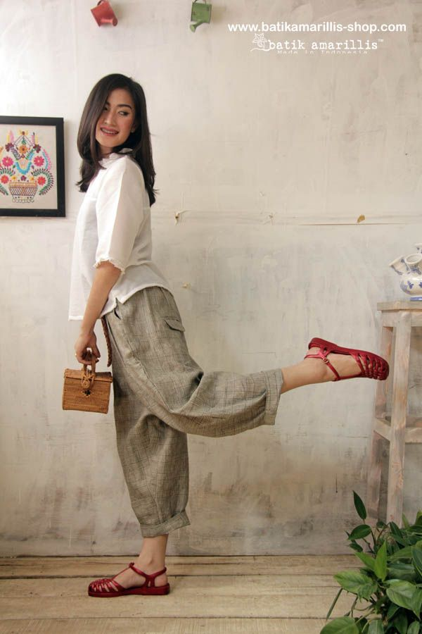 Batik Amarillis' Fraiche 2014.  <3 Made in Indonesia <3  Tokyo85 pants & innocencia  top.  ....80-ies super cool,chic and comfy inspired pants ,it's tuck & ankle length with super adorable back pockets to spice up its cuteness!