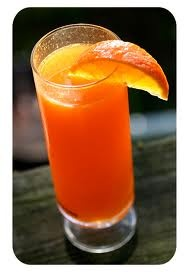 SPARKLING SUNRISE. 1 oz Smirnoff® Vodka Whipped, Cream Flavored, 1/2 oz Simple Syrup, 2 oz Orange Juice     Sparkling White Wine Splash     Shake ingredients, Strain, Top off with Sparkling White Wine, Garnish with Orange