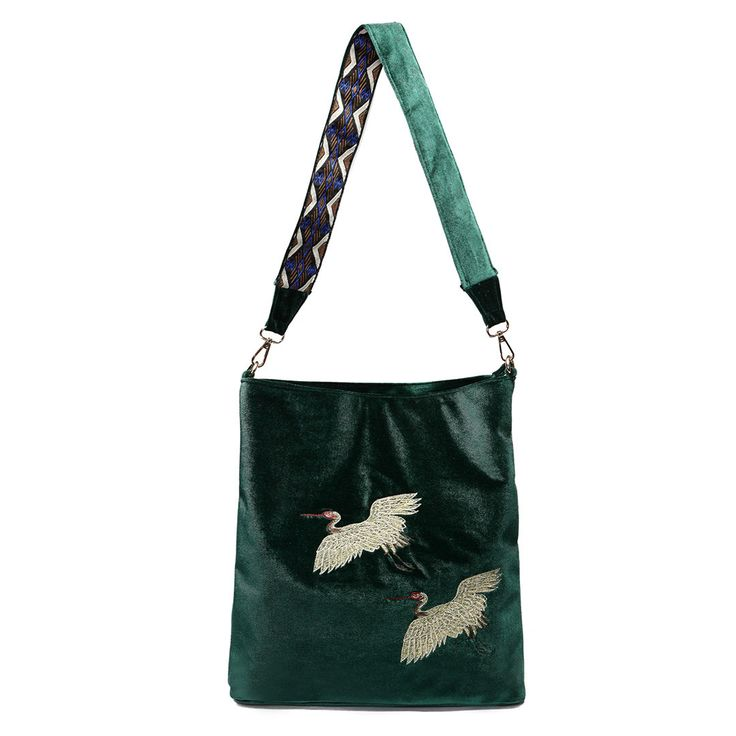 Bring attention to this across body bag, it is in fashion and simple style. Moreover, this bag has animal embroidery, braided strap. Just with it to enjoy your time.