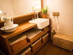 Resultado de imagem para banheiro madeira