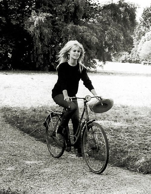 B. Bardot -1961 | Shared from http://hikebike.net
