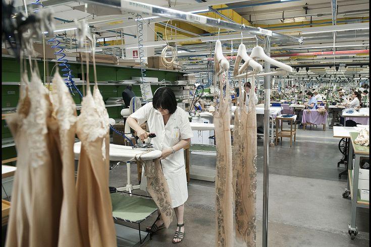 イタリアのランジェリーブランド「ラ・ペルラ」ボローニャ工場