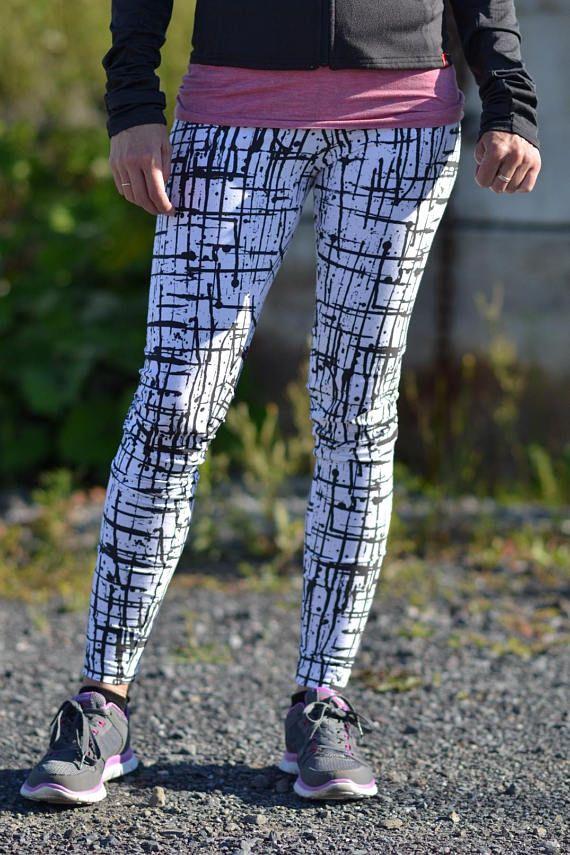 Leggings de sport ou de yoga blanc et noir avec lignes noires, vêtement de sport, Aprt, Active sport