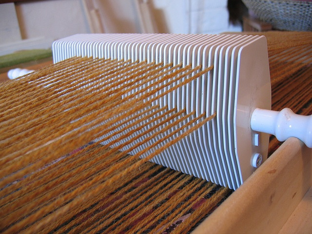 The uniquely innovative  rigid heddle of the Berkley loom...  flyhoof blog ... adventures in yarn and fibre: The people inside The Book of Forgotten Crafts Part 3...