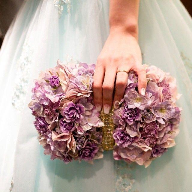 発泡スチロールでDIY!お花たっぷりふわふわ可愛い『クラッチバッグブーケ』の作り方*にて紹介している画像