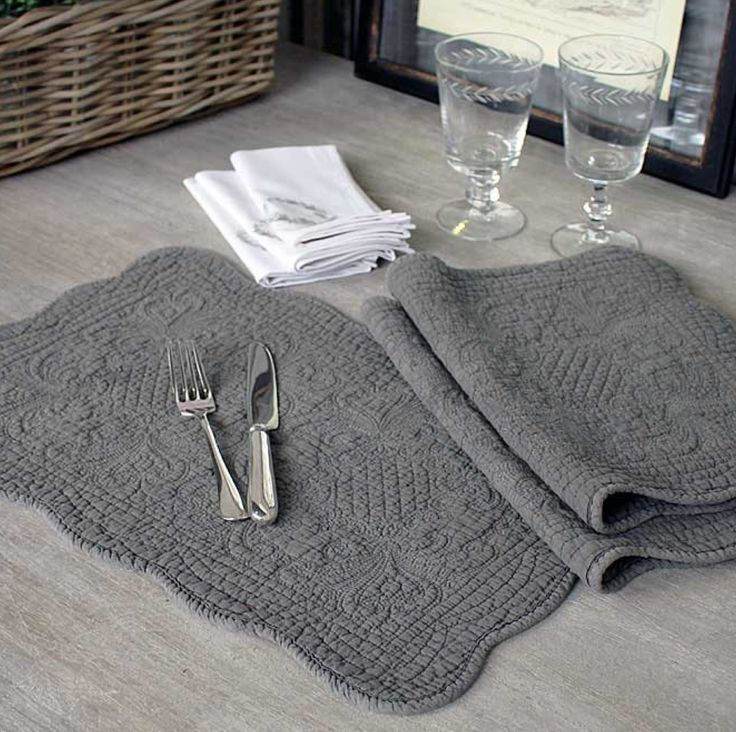 FRENCH INSPIRED QUILTED LINEN TABLEMAT - ANTIQUE STONE – THE HOUSE JAR