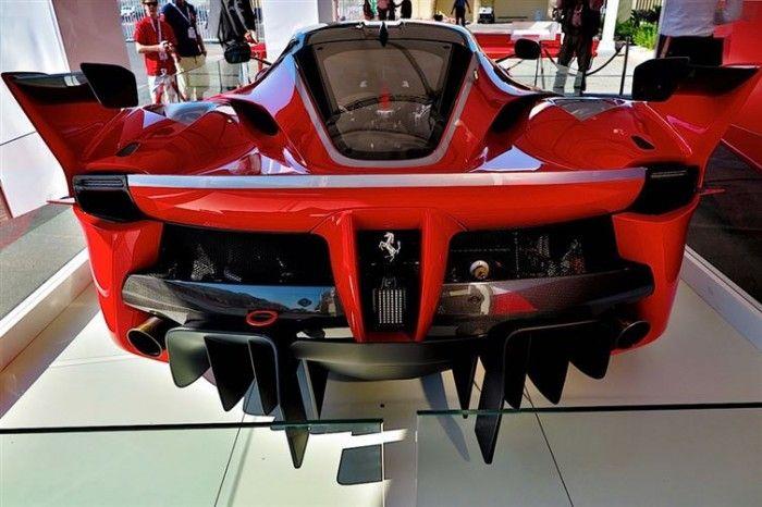 Barrière de la très très rare Ferrari FXXK (0/100 km/h en moins de 3 secondes)