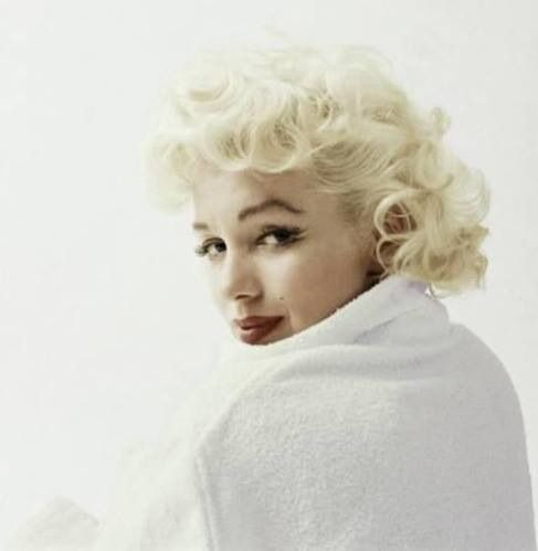14 best marilyn images on pinterest famous people marilyn monroe and marylin monroe. Black Bedroom Furniture Sets. Home Design Ideas