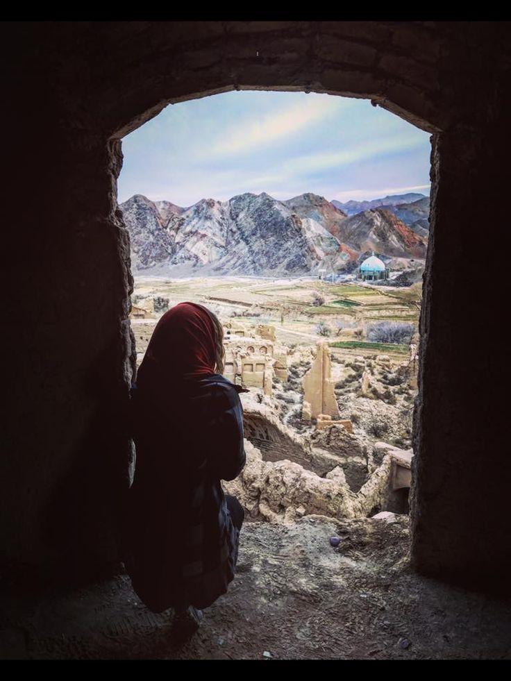 @enarasacha #bidaia #iran #kharanaq #abandonedplaces #travellerwomen #viaje #beautifullandscape #wanderlust #traveliran #abandonedtown #irannature #iranphoto #irantravel #trip #shadows