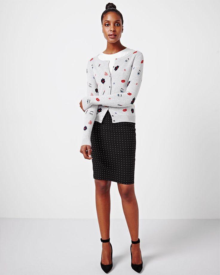 Cette jupe imprimée va rapidement devenir votre vêtement favori. Le style sans effort du matin au soir.<br /><br />- 23 pouces de longueur<br />- Jupe à enfiler<br />- Imprimé à losanges