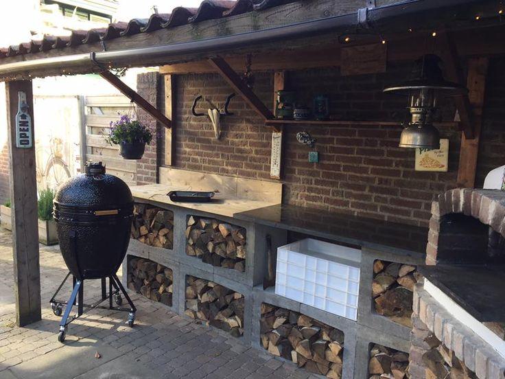 Buitenkeuken gemaakt van betonnen u elementen steigerhout en een marmeren plaat voor de - Deco lounge hout ...
