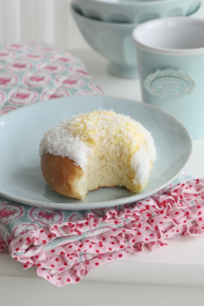 Passion 4 baking - sunshine vanilla buns How yummy do these look??
