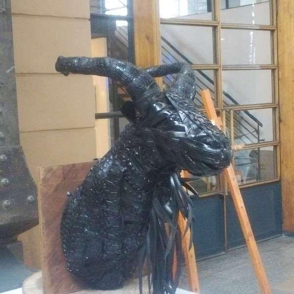 Arte: Sorprendentes esculturas hechas de neumáticos