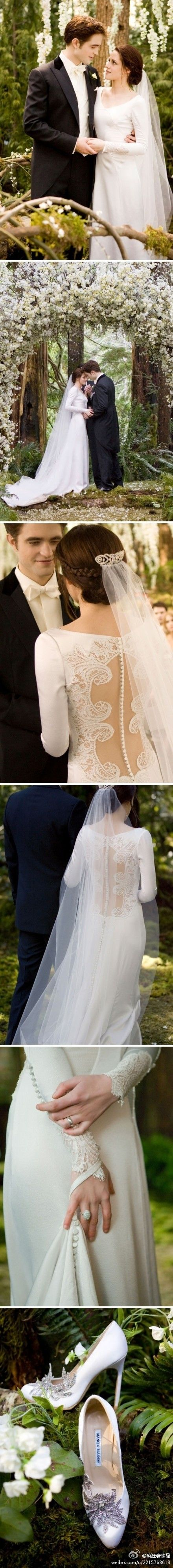 I love twilight but i have many issues with it. 1 of which is, families are guna go into debt because their 'little girl' will have unrealistic expectations and want a wedding just like this...minus the vampires and werewolves (though that sounds dull)