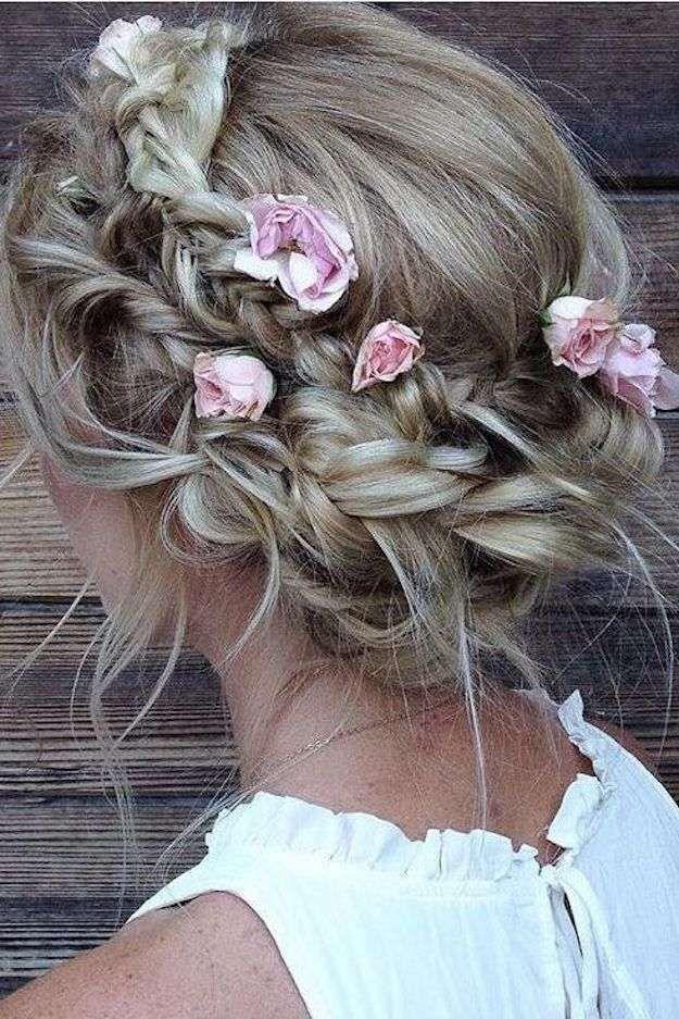 Peinados recogidos con trenzas y flores