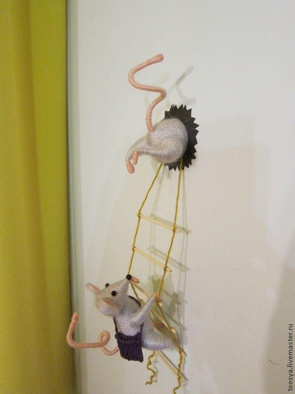 """Купить Магнит на холодильник """"Мышки-воришки"""" - серый, мышки, магнит на холодильник, прикольный подарок, для кухни"""