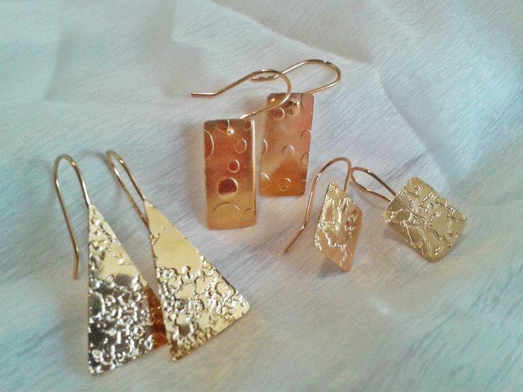Zarcillos con baño de oro, grabados al ácido