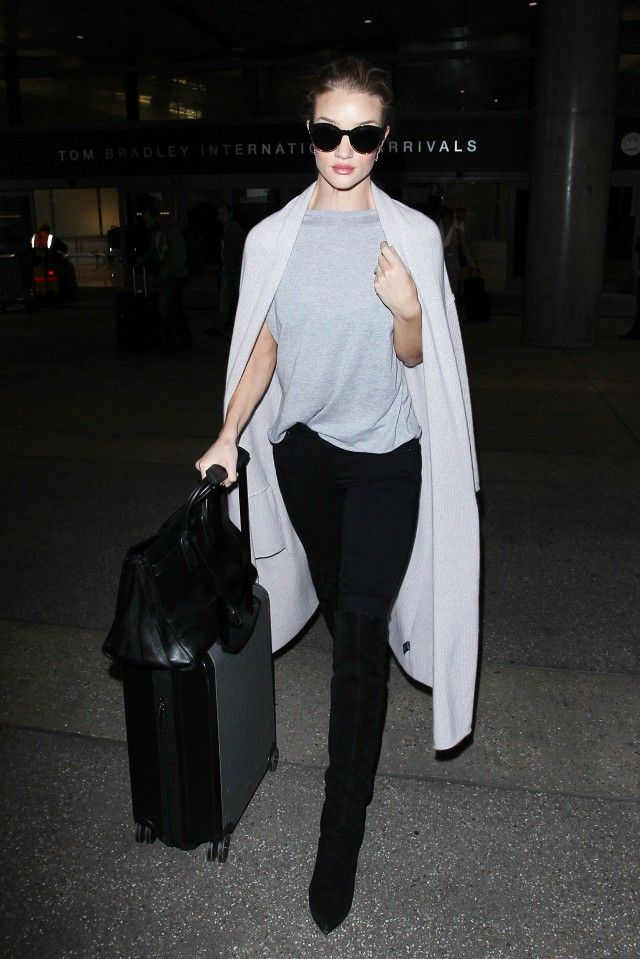 Rosie Huntington-Whiteley's duster cardigan was made to help you survive a long flight in style.