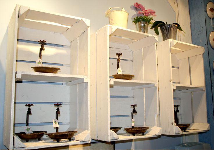 alte holzkisten wurden mit einem zwischenboden versehen. Black Bedroom Furniture Sets. Home Design Ideas