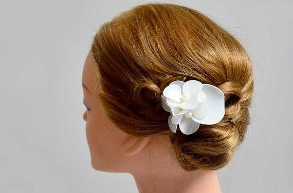 Bridal hair pin Hair flower Bridesmaid hair flower  White flower Wedding hair accessory Wedding hair piece Mini fascinator
