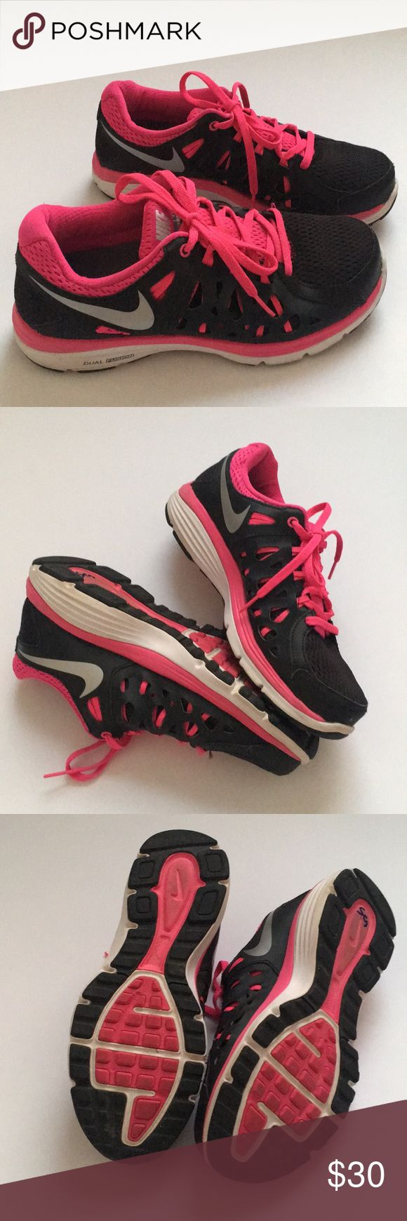 Nike Dual Fusion Run 2 Women's Nike athletic shoes with silver Nike check in great condition! Nike Shoes Sneakers
