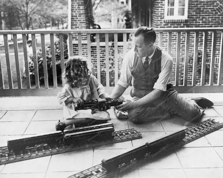 Daddy & Llittle Girl Play Electric Train 8x10 Reprint Of Old Photo